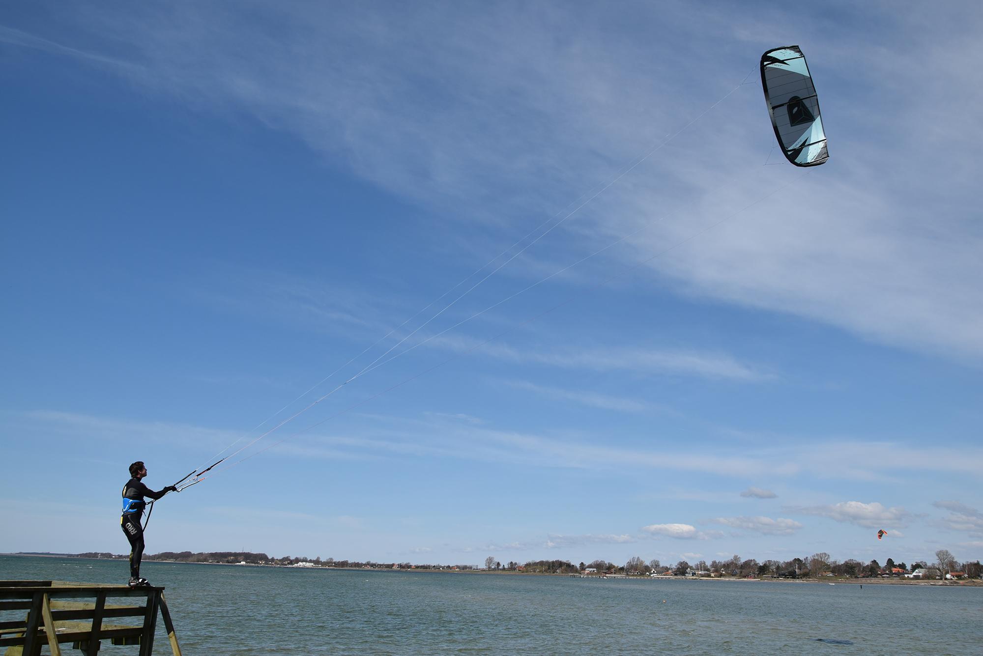 hoppa-fran-brygga-med-kite